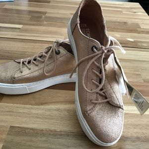 NWT Rose Gold TOMS